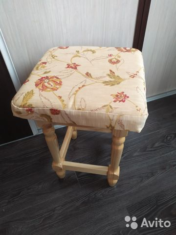 Мебельный гарнитур (стол и табуреты )  купить 4